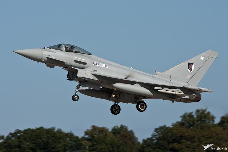RAF Typhoon FGR4 ZJ946 overshooting Coningsby